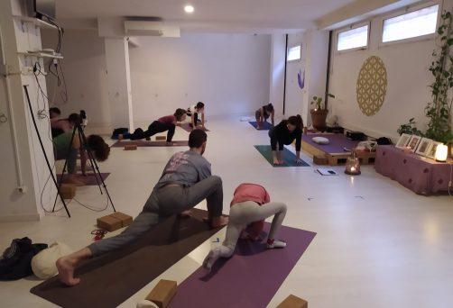 YOGA PLAY – taller posturas invertidas y balances de brazos